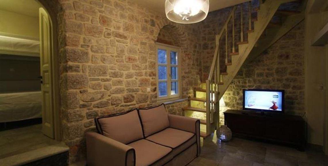 Λάμπρος Κρύψης - Κουφώματα, έπιπλα κουζίνας - Χίος